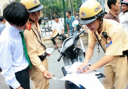 Theo Cục Cảnh sát giao thông, trong 6 tháng đầu năm có hơn 1.300 cảnh sát liêm khiết không nhận mãi lộ. Ảnh minh họa: Phương Sơn.