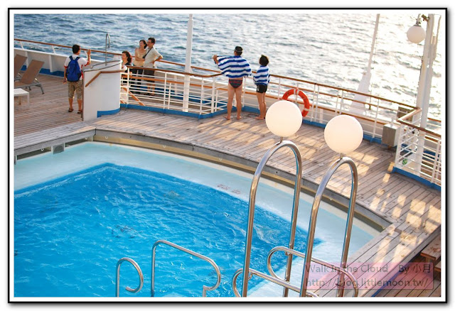 船尾游泳池