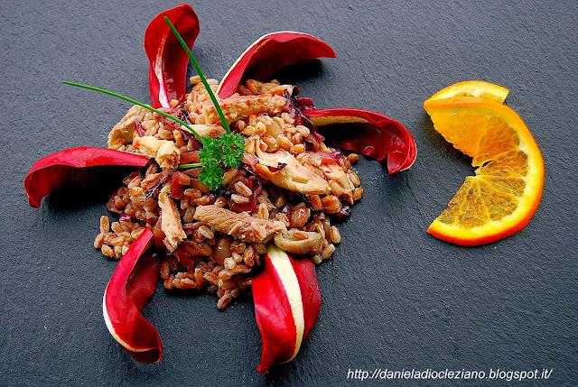 insalata tiepida di farro : con radicchio, sgombro e arancia