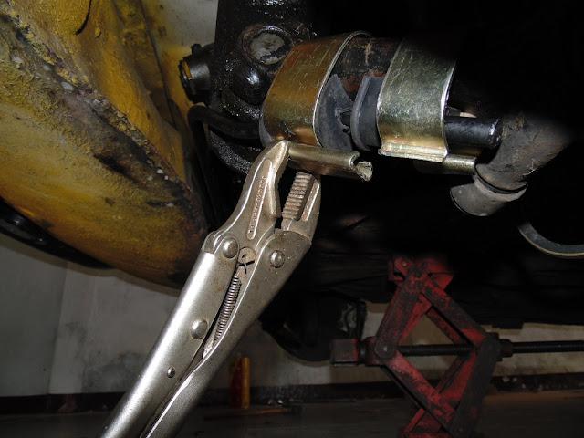 Instalando a barra estabilizadora no Volkswagen SP2