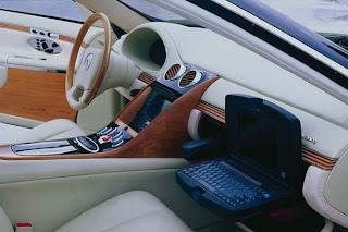 Mercedes Maybach - O conforto duma casa - Suporte computador portátil