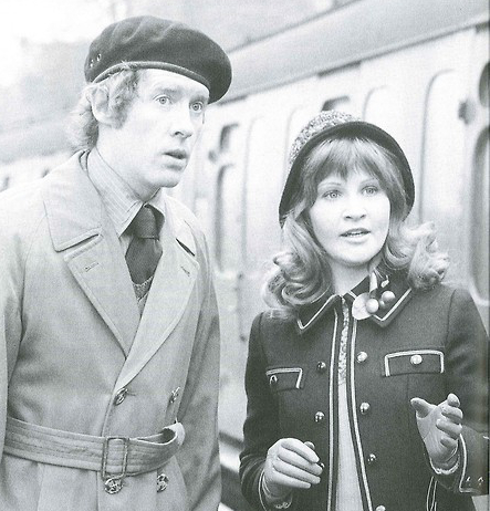 Some Mother Do 'Ave 'Em, Michele Dotrice, Michael Crawford, Bétise