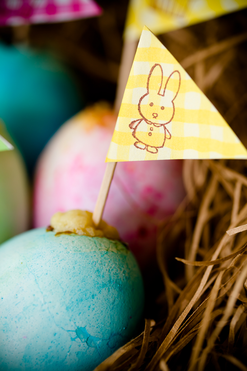 """Easter Egg Cupcakes with """"Yolk"""" Centers 