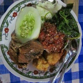 Kuliner Sego Tempong khas Banyuwangi.