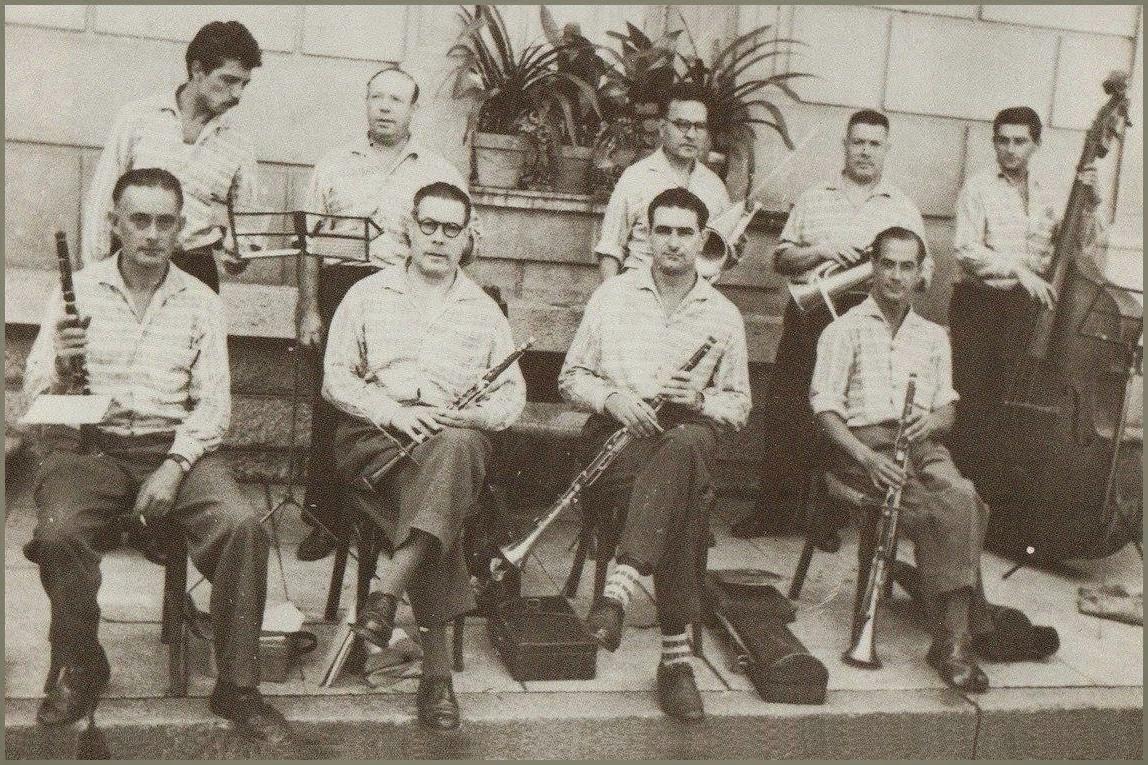 http://fotosformacionsmusicalsdecatalunya.blogspot.com.es/2015/02/any-1958-cobla-orquestra-de-salses.html