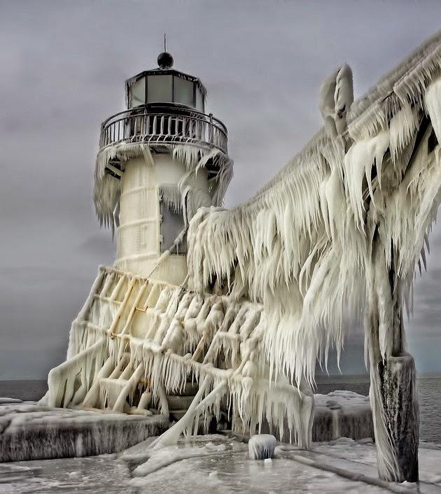 elegant-ice-sculptures-1