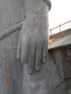 uneven finger of gommuteshwara