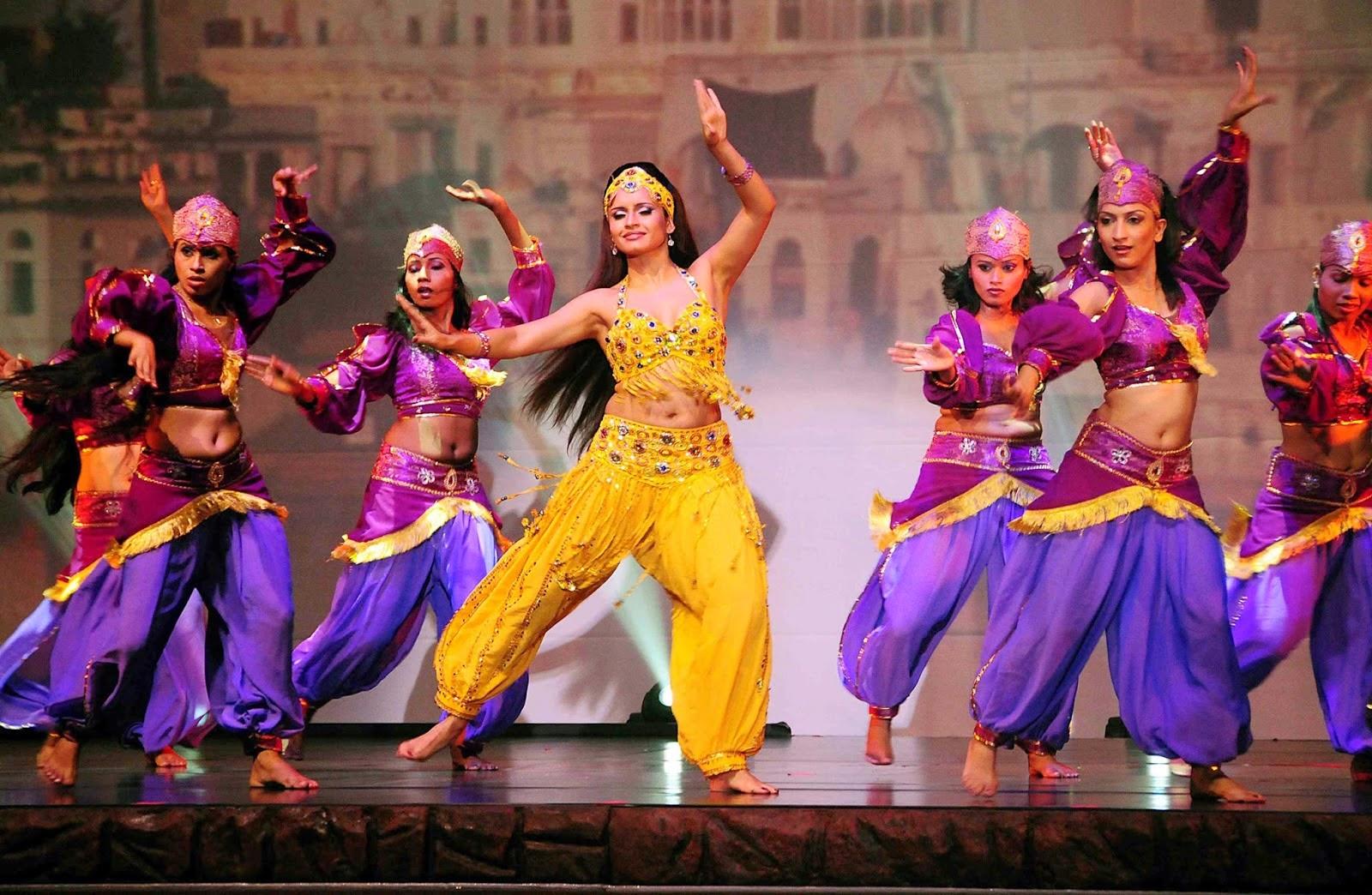 photo d'un tabelau de danse femme de Bharati