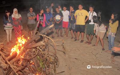 pesta api unggun di pulau berhala fotografi medan