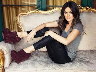 Rachel Bilson Hot