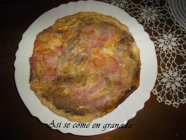 Tortilla de berenjenas, jamón y queso