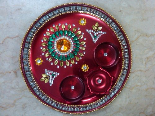 Diwali diya pooja thali rangoli decoration ideas pictures for Aarti thali decoration with kundan