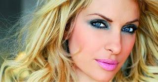 Αποτελεί μία από τις ωραιότερες γυναίκες της εγχώριας showbiz. Διαθέτει  βλέμμα που μαγνητίζει cd667da2f68