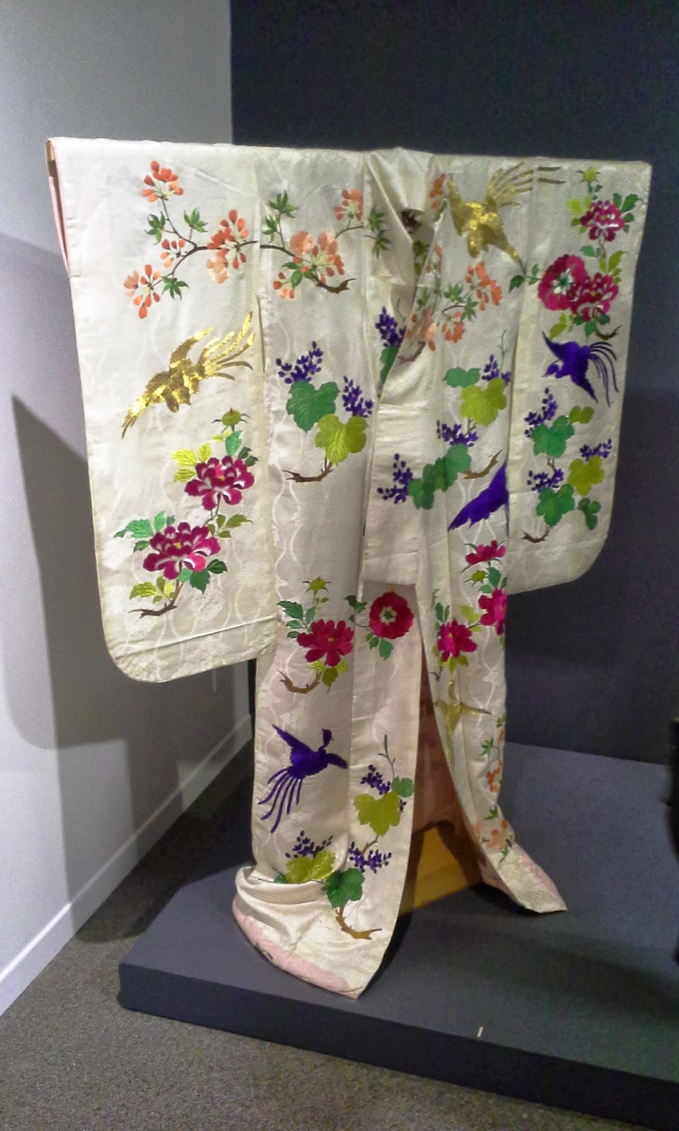From Geisha to Diva: The Kimonos of Ichimaru Exhibit at The Textile Musuem Of Canada, Toronto Fashion Style Culture Blogger Melanie.Ps The Purple Scarf