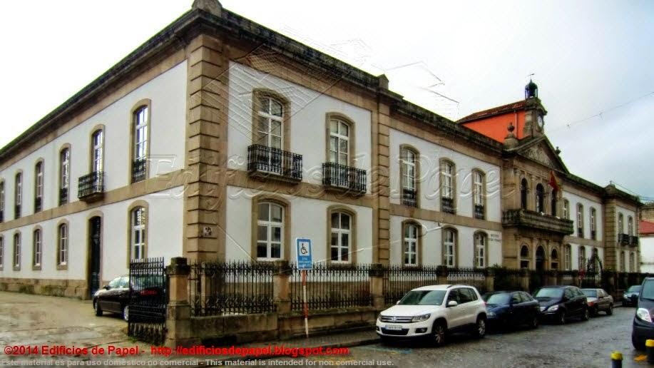 por los arquitectos  Manuel Borrajo y Antonio Crespo López