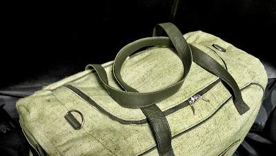 Большая мужская сумка для тренировок - крышка вверху на молнии