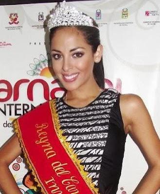 Andrea Luna con corona