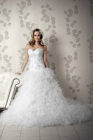 Elegantes Brautkleid mit Drop Taille
