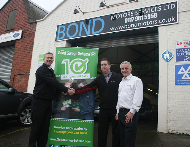 Steve Andrews presents award to Bond Motor Services on behalf of Good Garage Scheme
