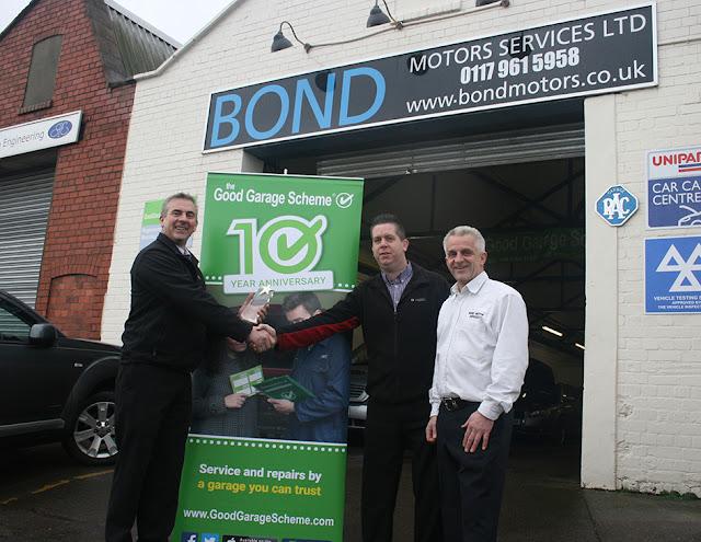 Steve Andrews presents award to Bond Motor Services on behalf of Good Garage Scheme