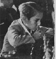Arturito Pomar jugando ajedrez