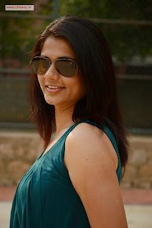 Sandhithathum-Sindhithathum-Heroine-Udhasha-Stills