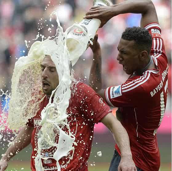 Pesepakbola Muslim Franck Ribery Murka Karena Diguyur Bir Oleh    Franck Ribery Muslim