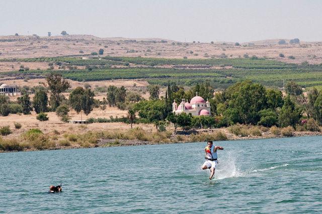 the miracle of running on water 640 02 [Gambar] Lelaki Berlari Di Atas Air! Unbelievable? Believe It!