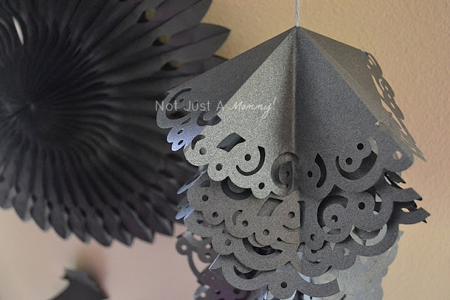 Halloween hanging paper doily garland 3