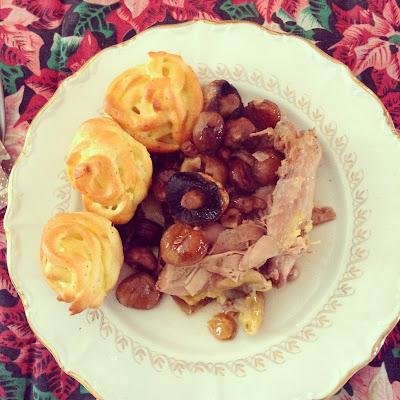 pintade, pommes dauphine, champignons, plat de fête