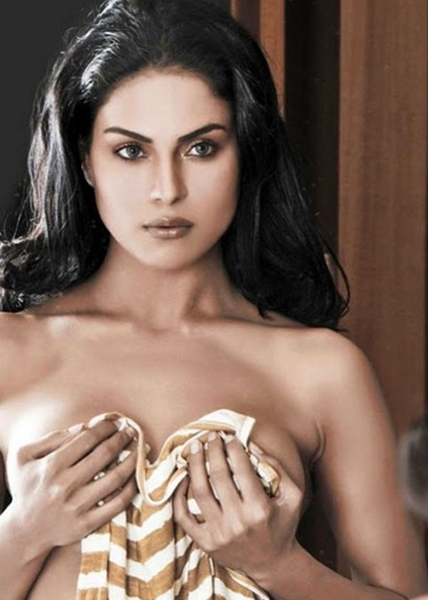 Vena Malik Photos http://southindianactresses1.blogspot.com/2012/03/veena-malik-hot-pictures.html