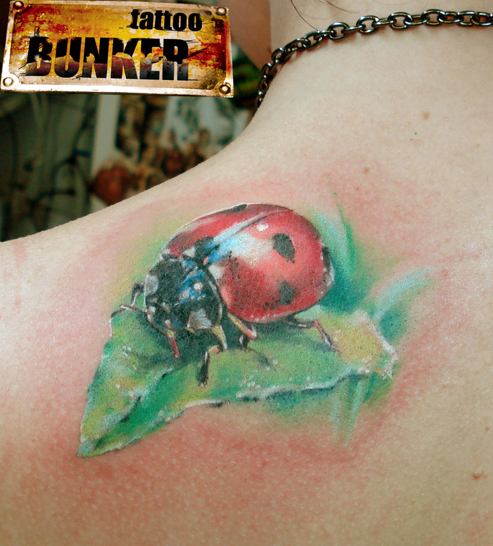 Ladybug Shoulder Tattoo Totally Adorable And Realistic Ladybug Tattoo