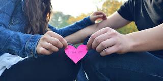 7 Hal Bodoh Yang Serung Dilakukan Orang saat Jatuh Cinta