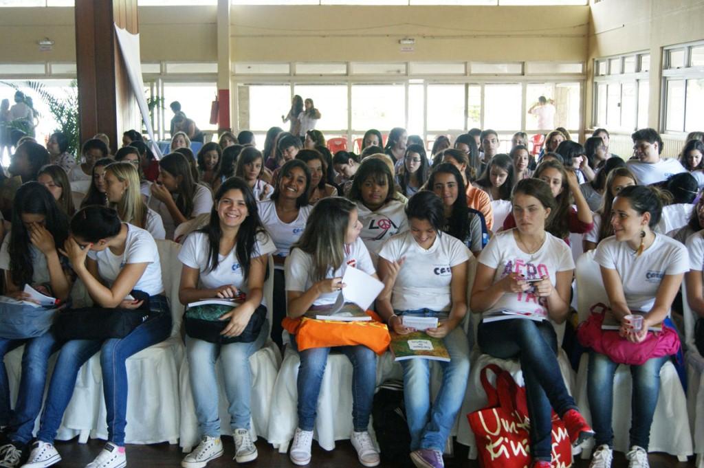 Futuros educadores, alunos dos Cursos de Formação de Professores participam do encontro