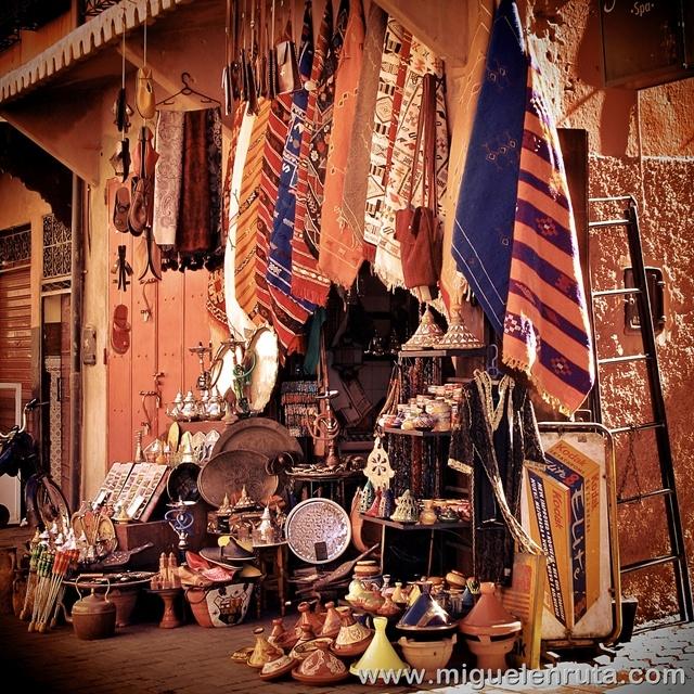 Zoco-Marrakech-artesanos