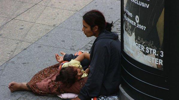 Просякиня- Циганка с дете в ръце
