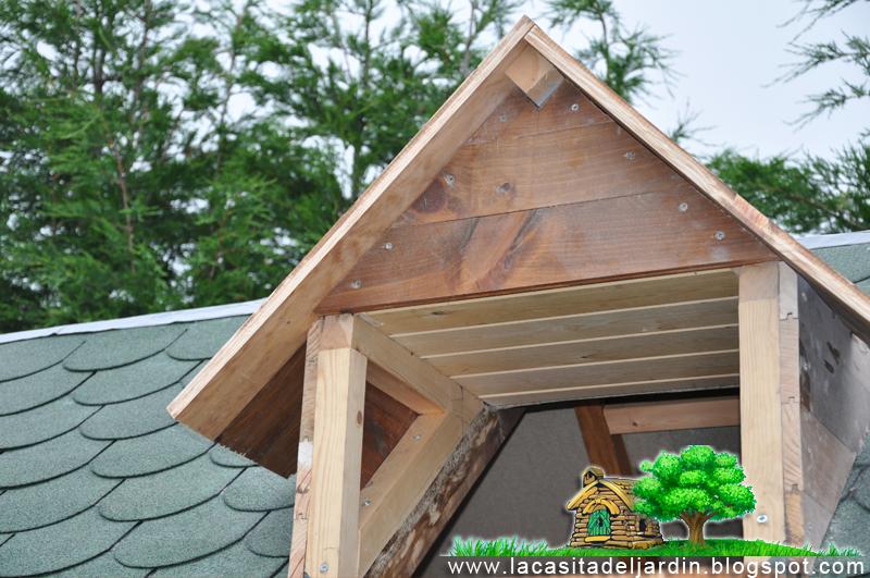 D a 14 ventanas del tejado la casita del jard n for Tejados de madera para jardin