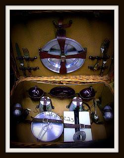 cesta de picnic antigua en la feria de desembalaje 2013 en el BEC-