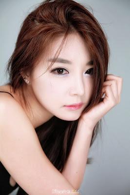 Lee Eun Seo Sexy Black Dress
