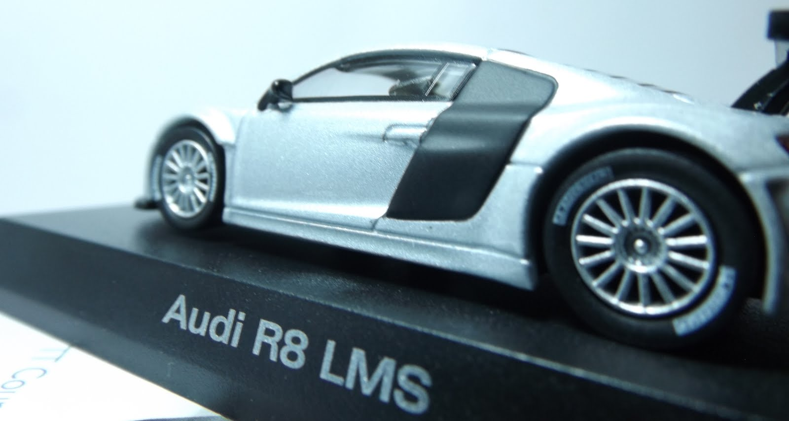 Diecast kyosho audi r8 lms rear side