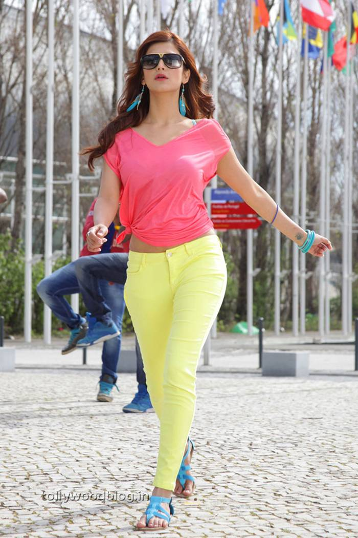 Shruthi Hassan in Pink Tank Top in movie Balupu.