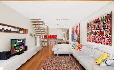 desain interior ruang keluarga dengan bentuk memanjang