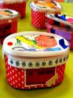 http://www.manualidadesinfantiles.org/un-costurero-reciclado