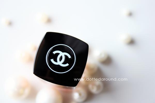 Chanel logo pearls classy