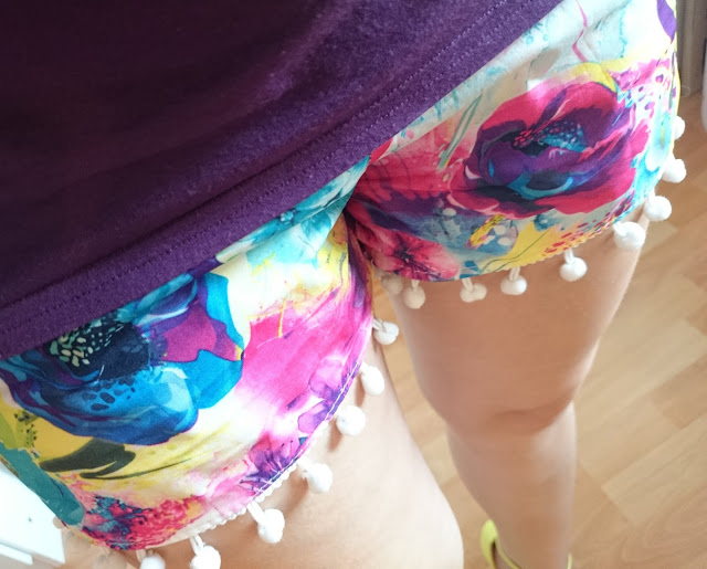 [Fashion] Floral Neon Pom Pom Shorts