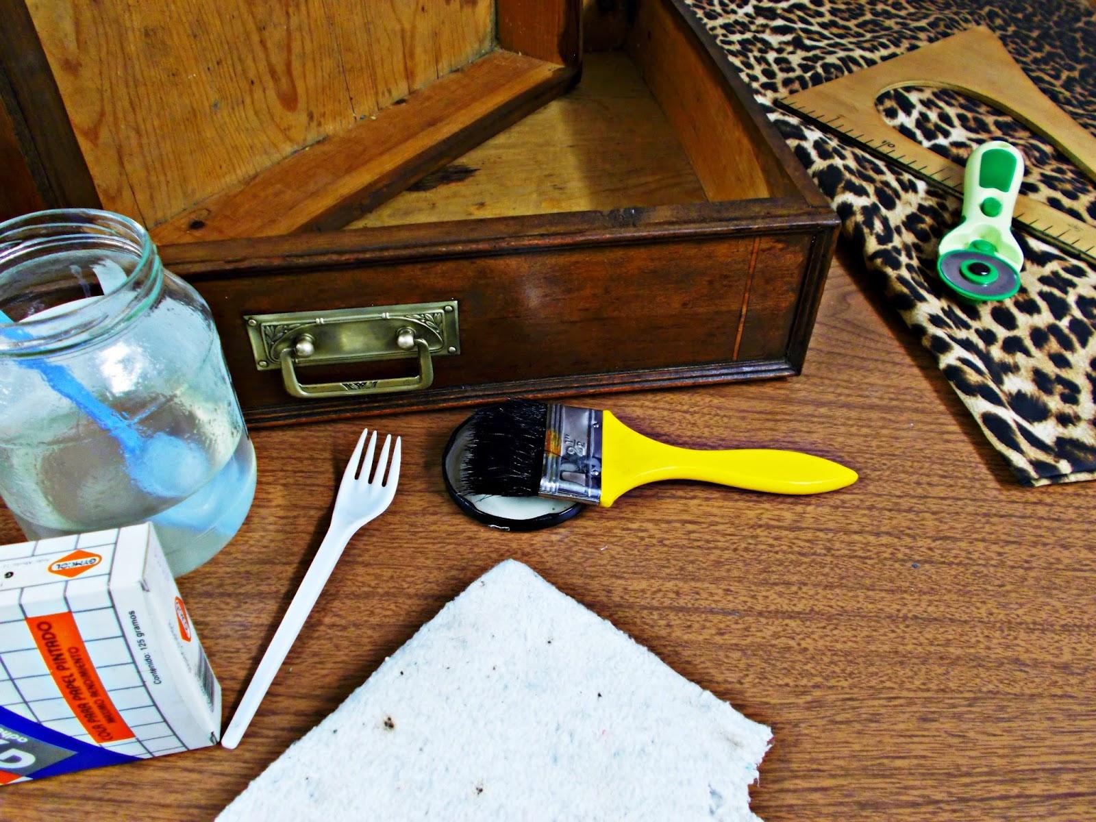 DIY-decoración-cómoda-mueble-restaurar-forrar-cajones-tela-leopardo-4