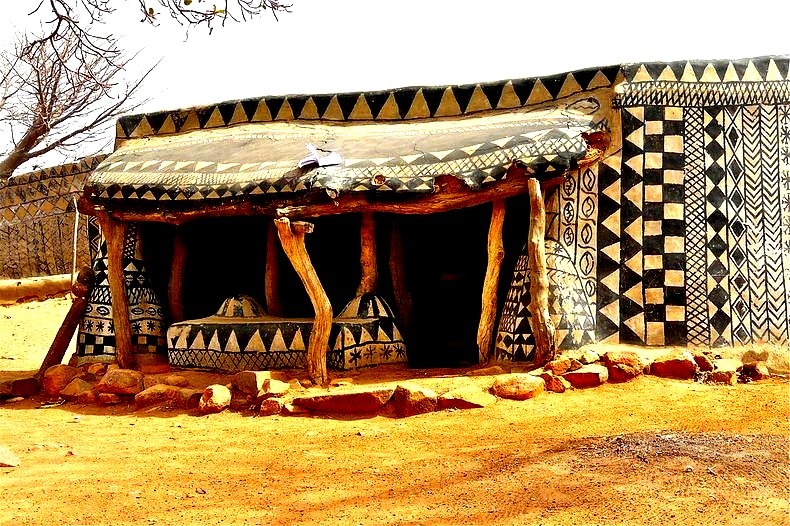 The flying tortoise the beautifully decorated mud houses of tiebele village in west africa - Houses decorated ...