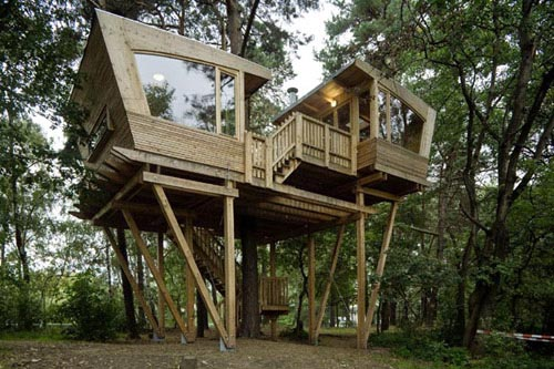 A k a awesome modern tree houses for Modern tree house designs