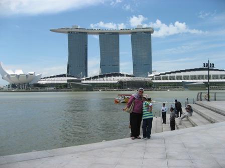 Sweetiesaqi jalan jalan singapore 070611 - Singapore tallest building swimming pool ...