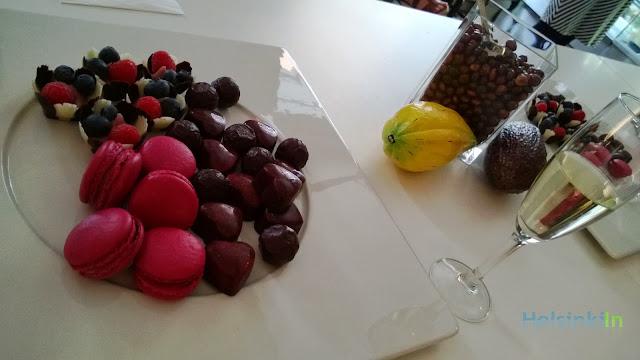 macarons, petit fours and pralines at Chjoko